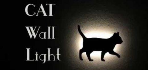 照らされて壁に浮かぶよ黒猫ライト、足音察して闇を照らして