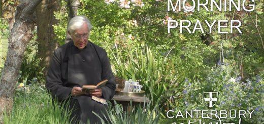 司祭によるオンラインでの朝の説教、猫がお皿を空にする回